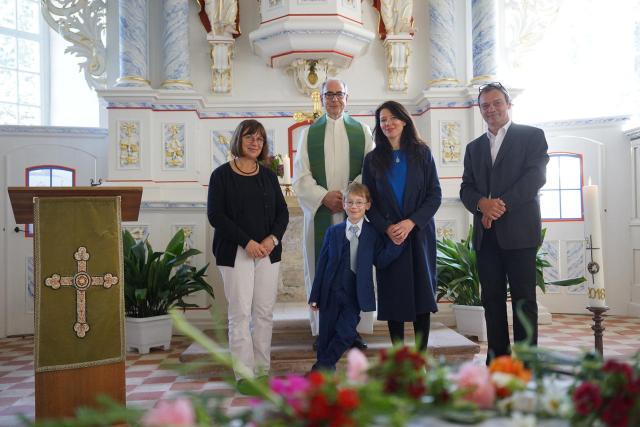 Taufe von Mutter und Kind in der Evangelischen Kirche Salomonsborn