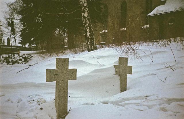 Kriegsgräber im Schnee