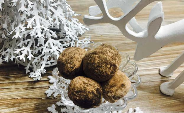 SWEET CHRISTMAS COOKING AT HOME CHOCOLATE AND TURRON TRUFFLES.