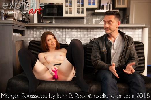 Débutante française se gode devant un garçon