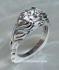 Open leaf design in Platinum