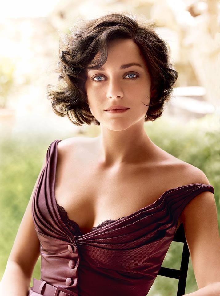 brunette-blue-eyes-white-woman-decollete