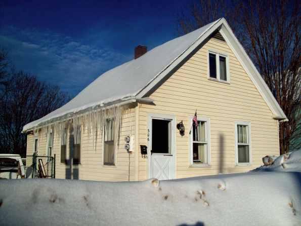 jdn-winter-icicles--306-s-steel-st-ontonagon-jan-30-2016