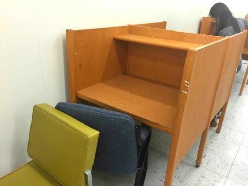 stony-brook-university-library-desk-racial-message04