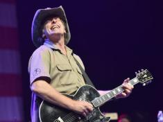 ted-nugent-jamming
