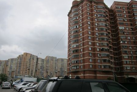 3.John Doan Tour Moscow Housing