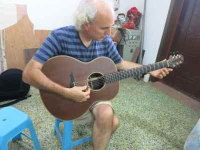 31. Mr. Xi Guitar John Doan Plays