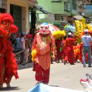 77. Phan Theit Parade Red Dragon