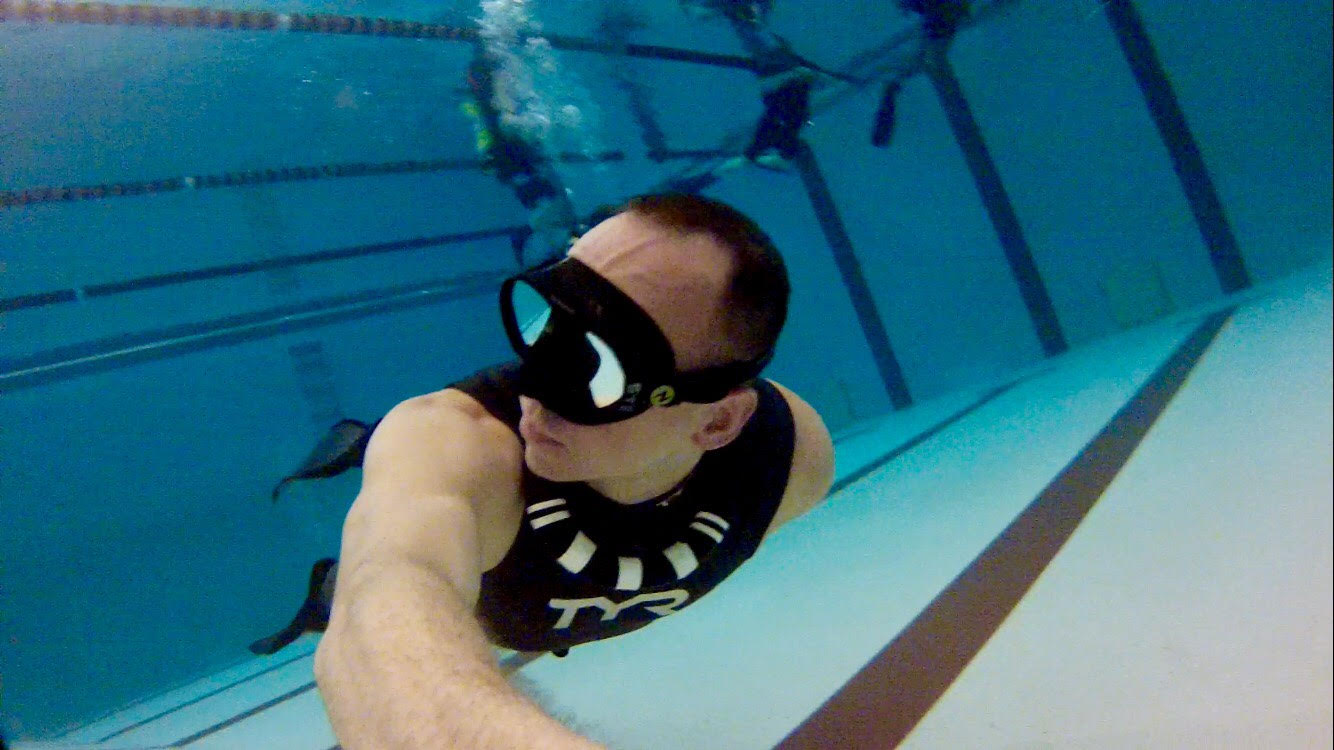 John Eye freedive training in a pool