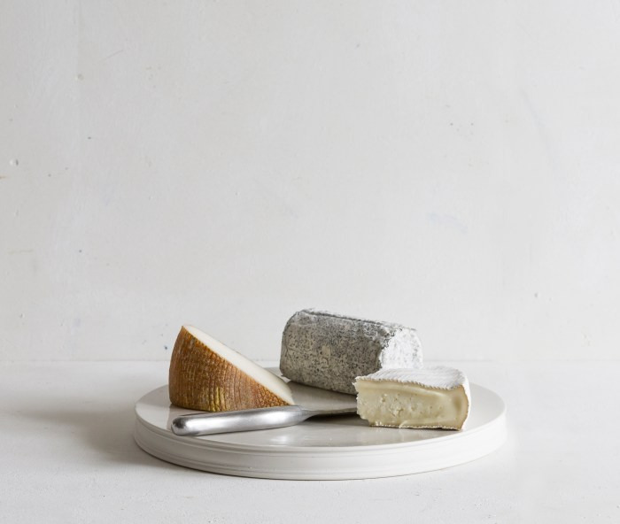 Porcelain Classical Platform with a selection of cheeses