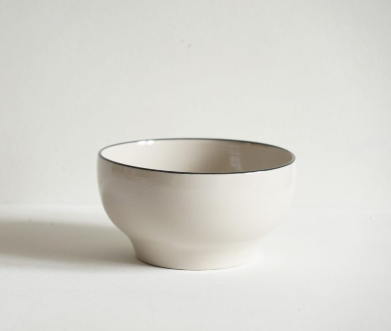 Simple Stoneware Bowl Black Rim