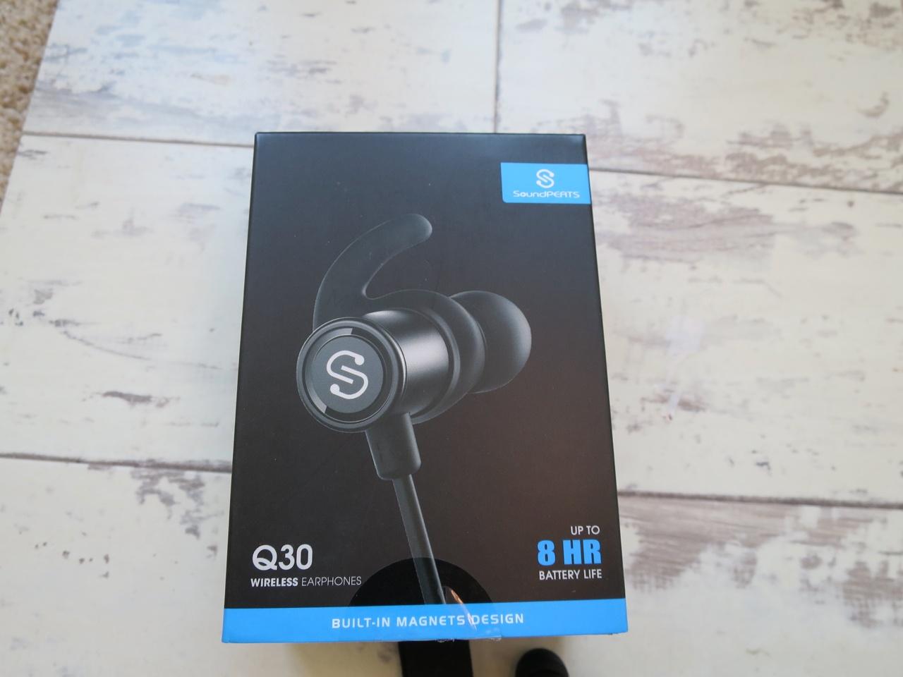 Soundpeats Q30 bluetooth earphones box