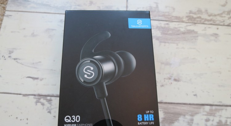 Soundpeats Q30 bluetooth earphones box