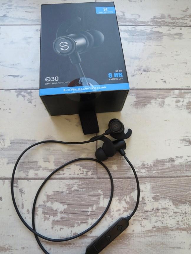 Soundpeats Q30 Bluetooth earphones and box