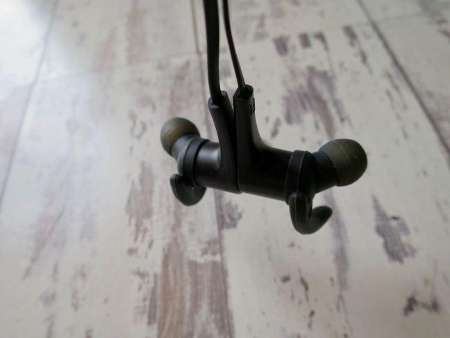 Soundpeats Q12 Headphones Magnetised necklace