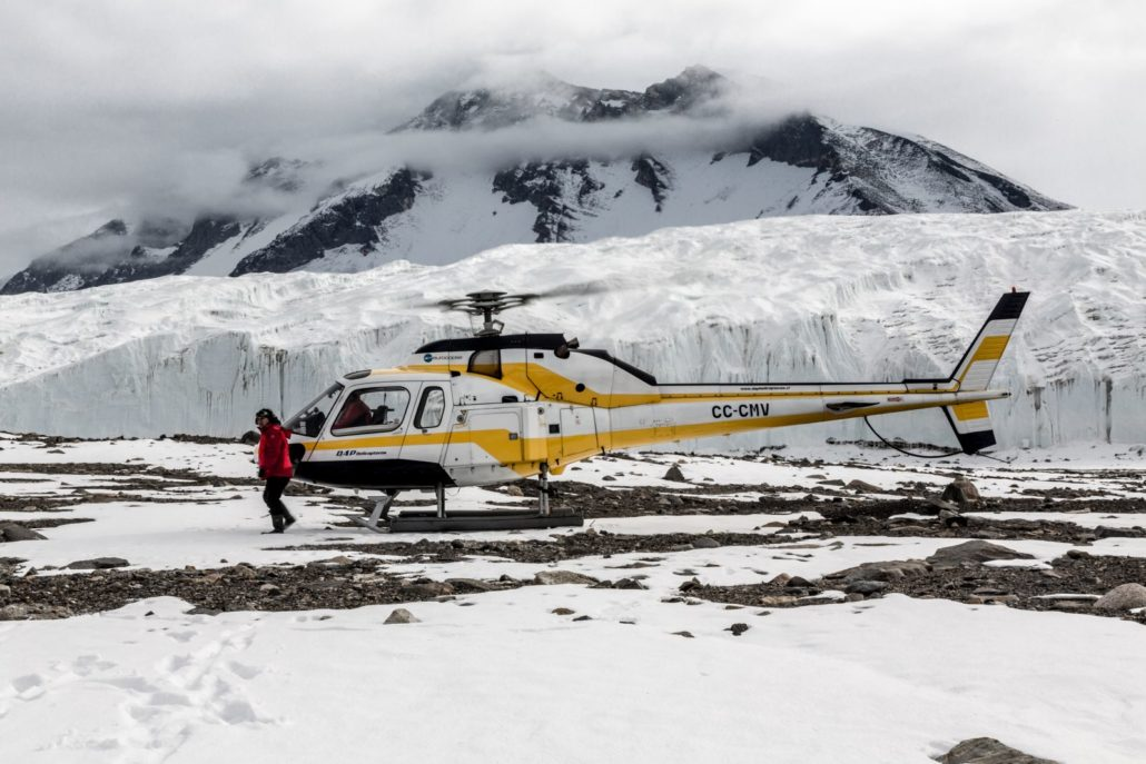 Helicopter landing in Taylor Valley, one of the Dry Valleys (Credit: Rolf Stange and Oceanwide Expeditions)