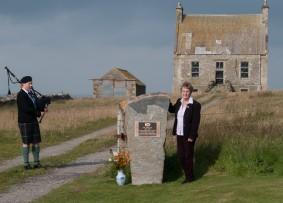 Jean Cragie unveils the plaque