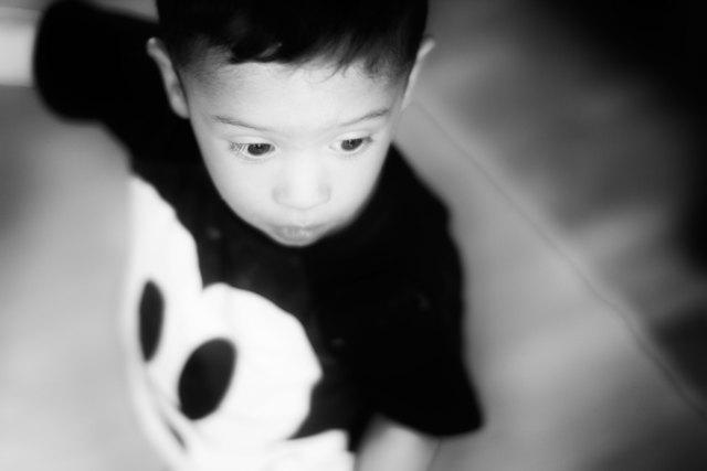 svartvitt porträtt på barn