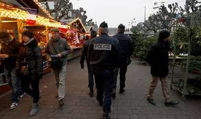christmas-market-with-soldiers