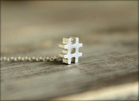 collana con simbolo hashtag