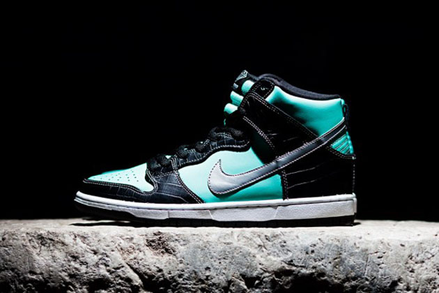 0547faaa90 Sneaker heads rejoice as Nike released its SB x Diamond Dunk High Tiffany  sneaker. The homage to the iconic luxury brand sports its trademark aqua  blue on ...