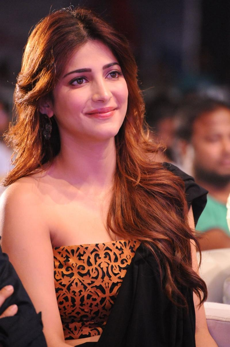 Download Shruti Hassan Hd Wallpapers For Mobile And Computer