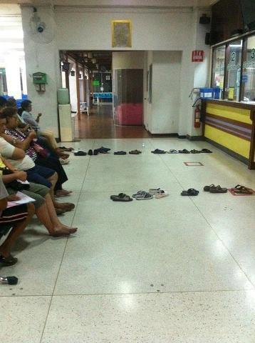 queue-with-footwears-funny-picture