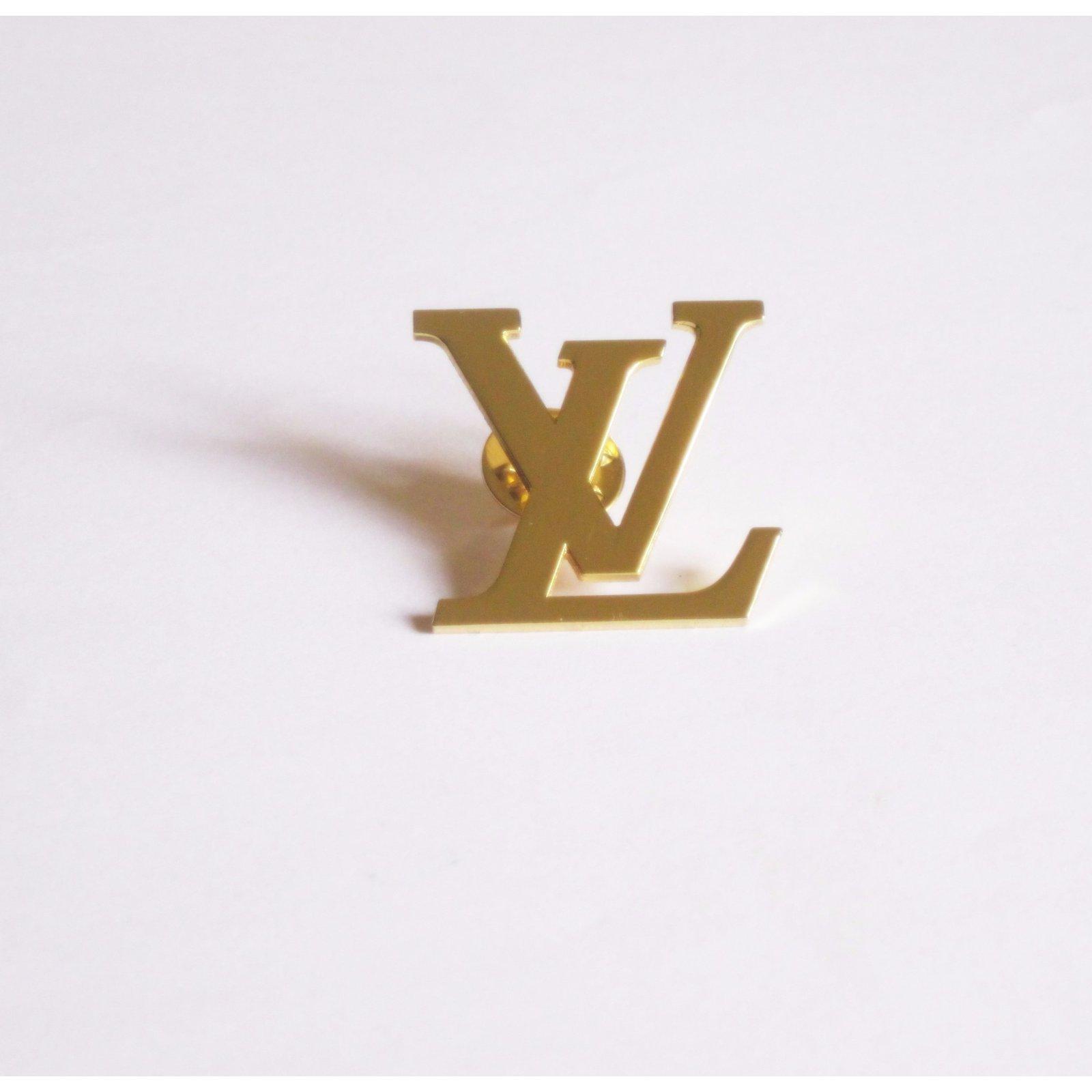 Broches Louis Vuitton Logo LV Mtal Dor Ref43246 Joli