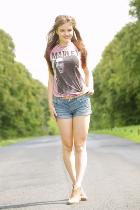 teen-outfit-with-denim-shorts