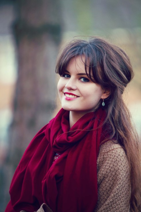 smiling-brunette-wearing-red-cashmere-scarf