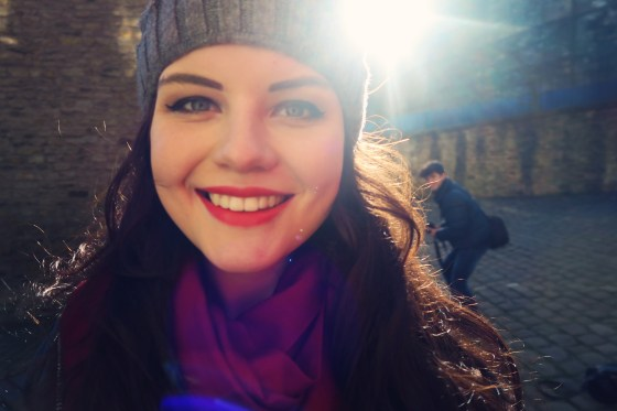 red-lipstick-and-bobble-hat