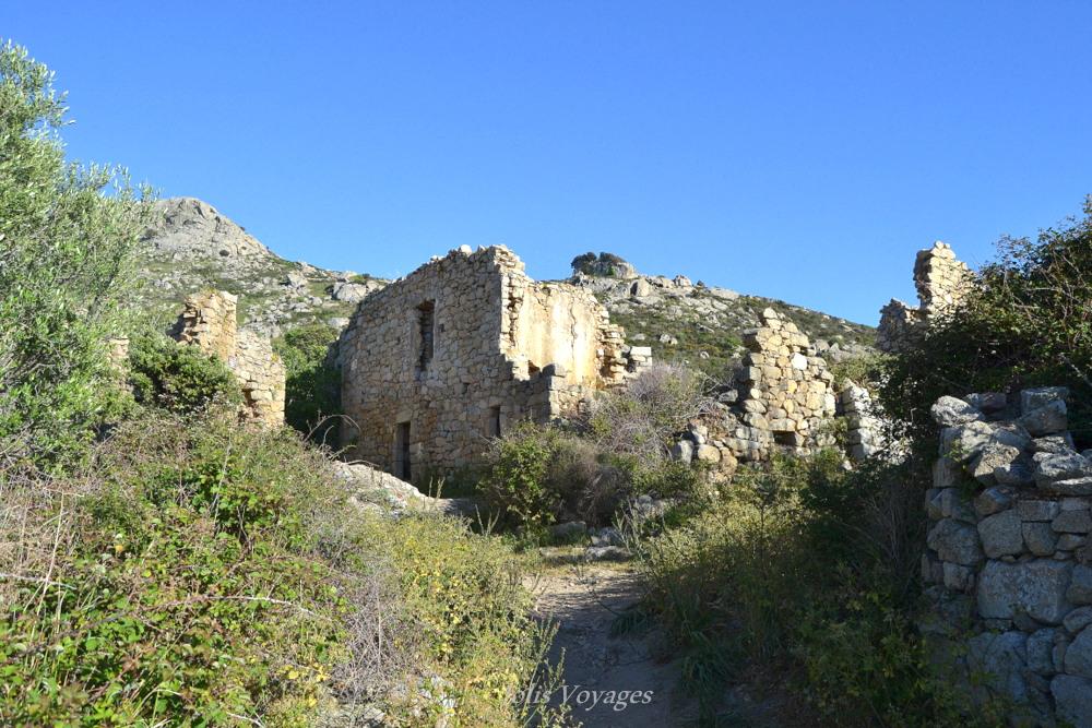 Circuit des villages perchés de Balagne (village abandonné Lumio/Occi) : 10 idées pour découvrir la Haute Corse #Corse #Plage #France #Voyage