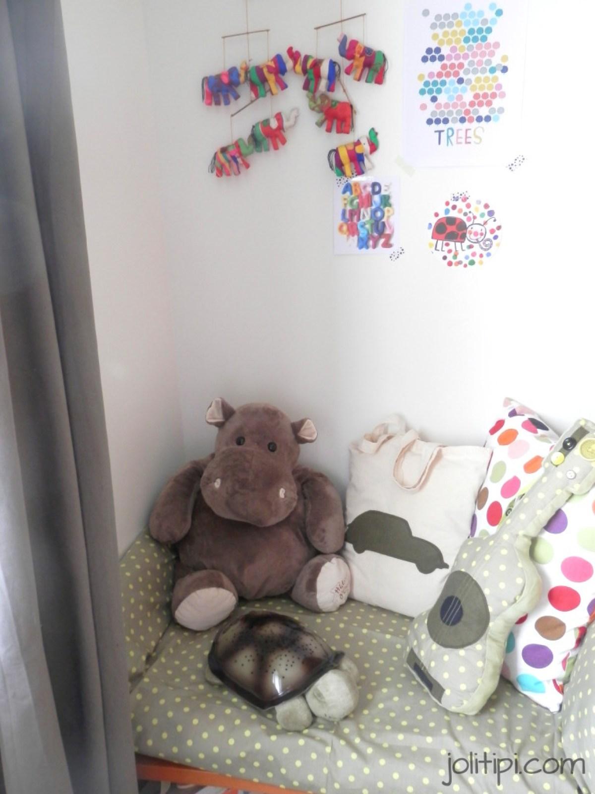 chambre bébé garçon suspension banquette lecture