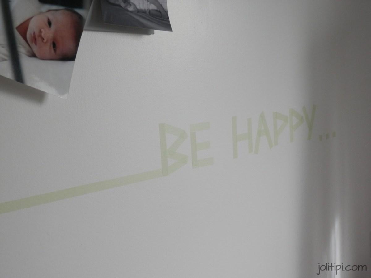 chambre bébé garçon déco murale masking tape be happy