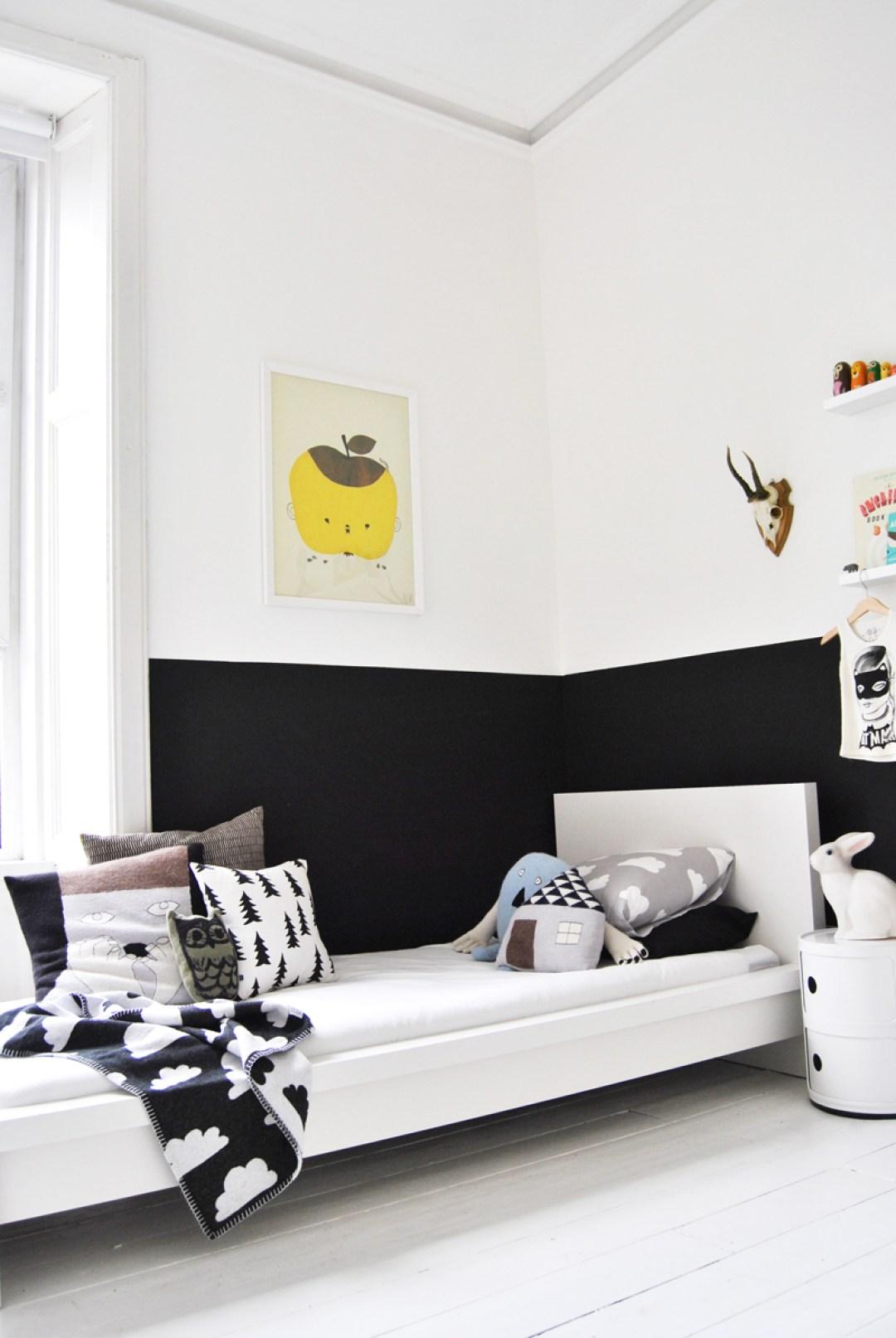 chambre-enfant-blanche-mur-noir