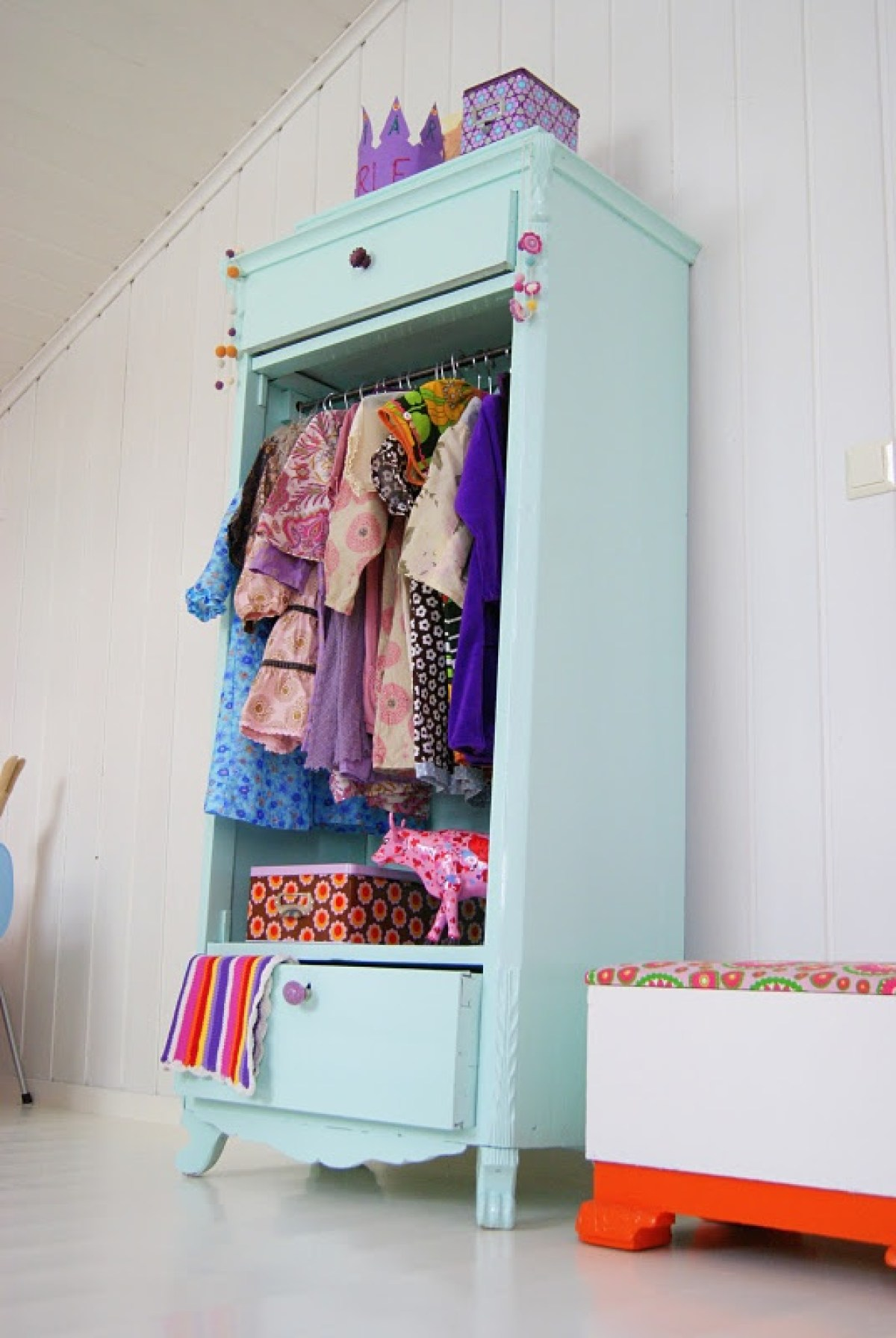 armoire-vintage-penderie-chambre-enfant