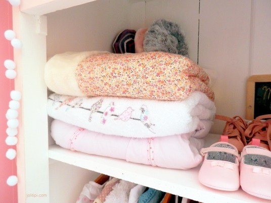 armoire-dressing-vintage-chambre-bebe-fille