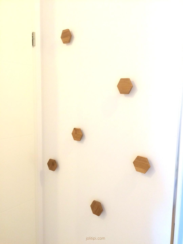 Composition de patères en bois homemade - Joli Tipi