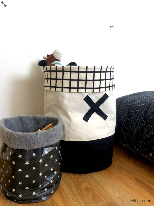 Chambre enfant noir blanc - panier de rangement en tissu