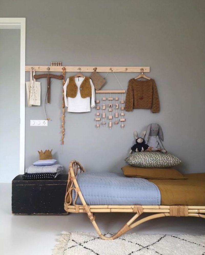 lit rotin chambre d'enfant vintage