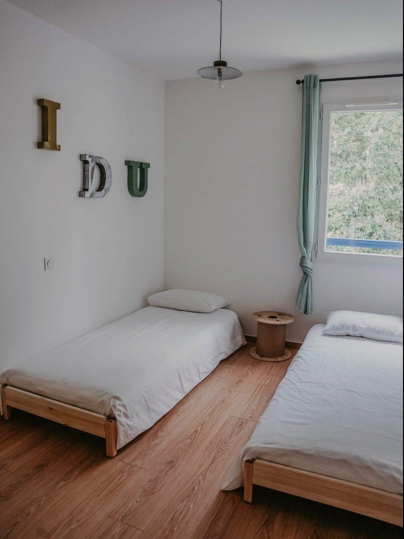 Chambre vintage industrielle maison de location Airbnb Socoa