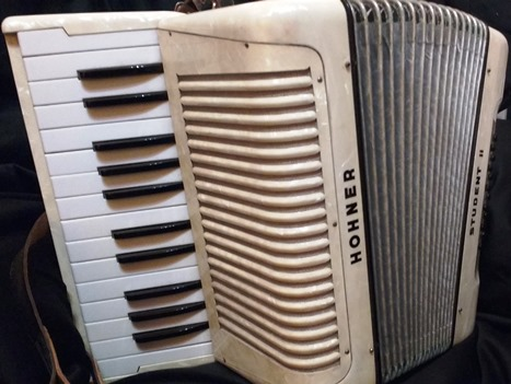 Hohner Student II piano accordion