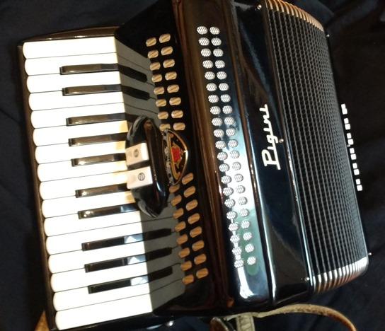 Pigini small piano accordion