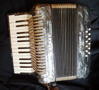 Hohner Student II piano accordion