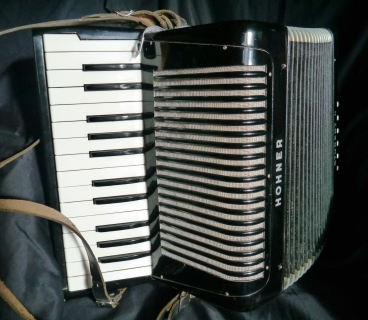 For Sale Hohner Student II accordion – £325