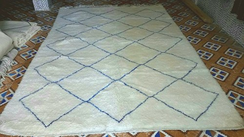 tapis beni ouarain motifs bleus