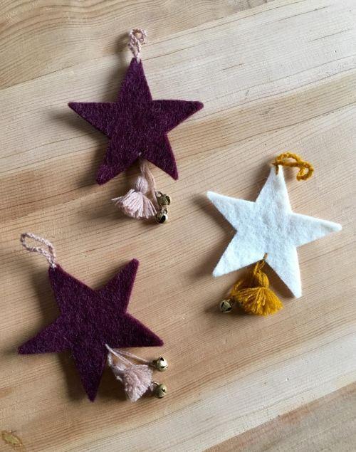 petites étoiles en feutre