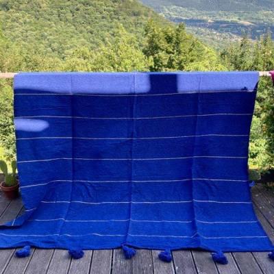 plaid à pompons coton bleu majorelle rayures dorées