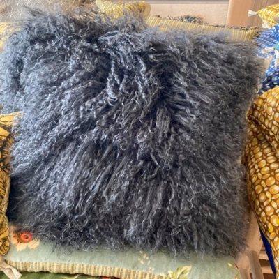 coussin en chèvre du tibet noir