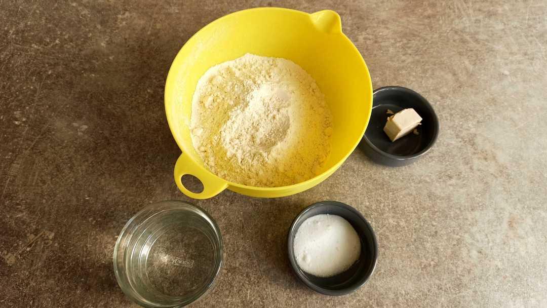 Les ingrédients du pain en cocotte